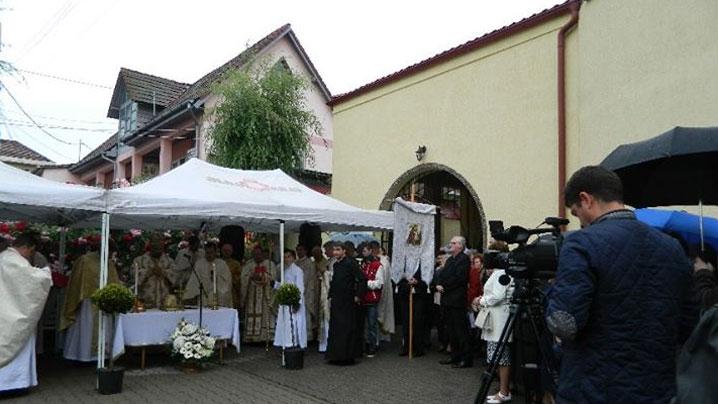 """Sfinţirea Bisericii """"Naşterea Maicii Domnului"""" din Alba-Iulia"""