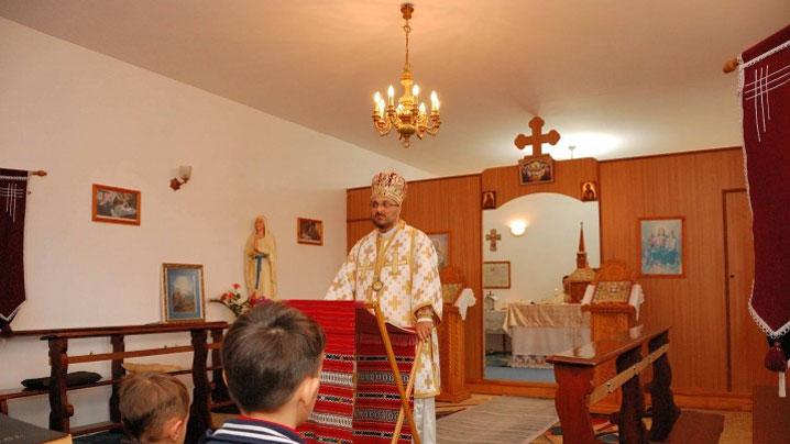 """PS Mihai în mijlocul comunităţii Parohiei """"Naşterea Maicii Domnului"""" din Brăila"""