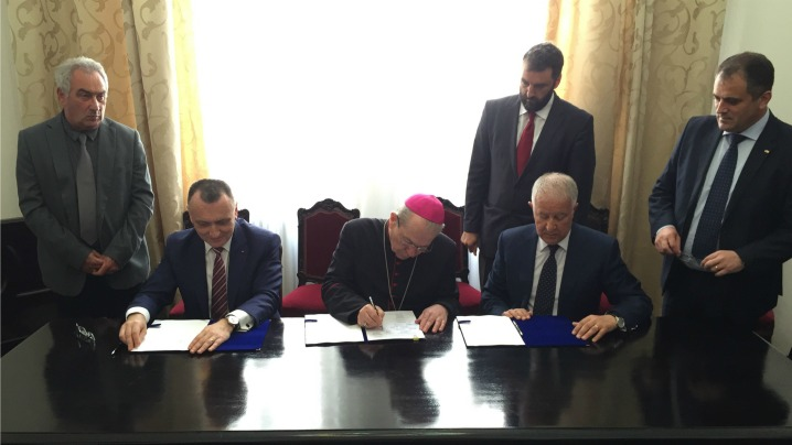 Biserica Catolică din România și Ministerul Educației și Cercetării Științifice au semnat Protocolul cu privire la predarea religiei în școală