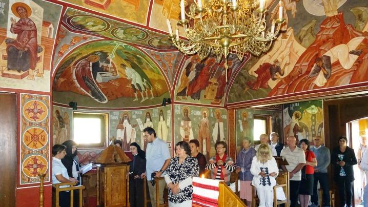 Pelerini de la București de sărbatoarea Sfântului Ilie la Schitul Sfânta Cruce de la Stânceni