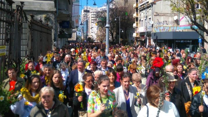 Procesiunea catolică a Floriilor pe străzile Bucureștiului