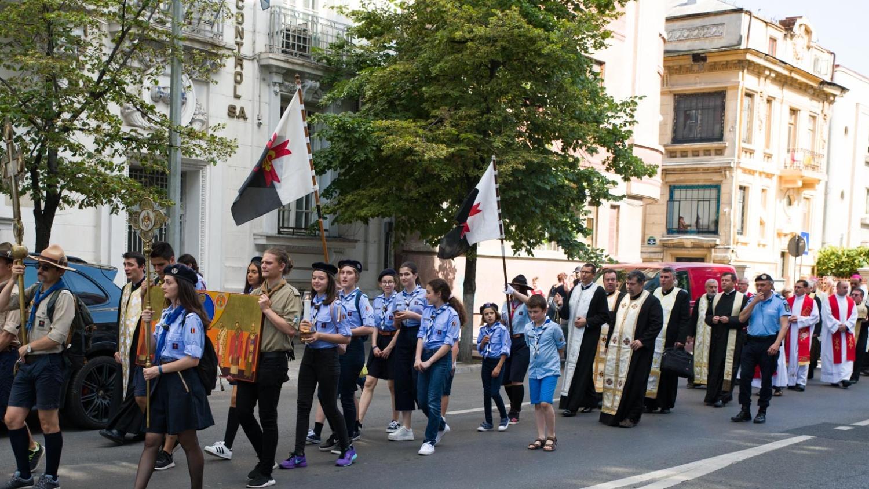 Procesiune cu osemintele episcopului mucenic Vasile Aftenie